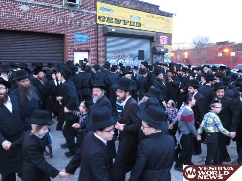 Photo Gallery: Yidden In Boro Park By Mayim Shelanu (Photos by JDN)