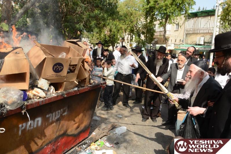 Photo Gallery: Yidden In Bnei Brak At Sreifas Chametz (Photos by JDN)
