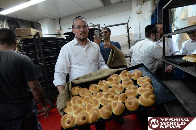 Photo Gallery: Yidden In Bnei Brak Buying Chametz Motzei Pesach 5776 (Photos by JDN)