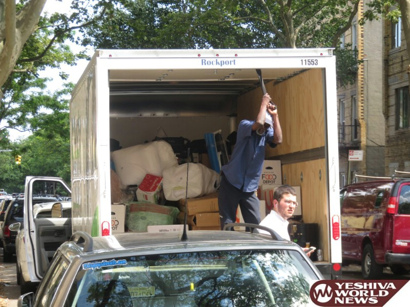 Photo Essay: Yidden From Boro Park Leaving To The Catskills (Photos by JDN)