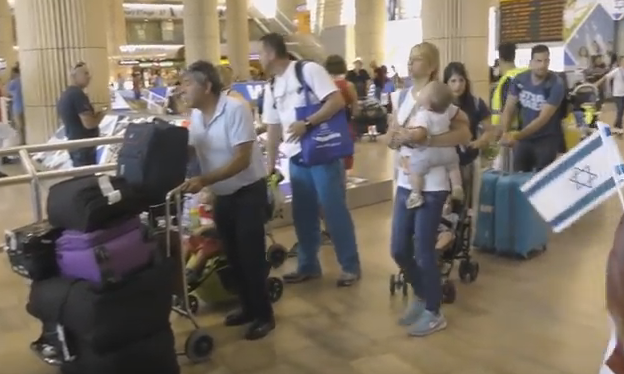 Summer Aliyah Wave Continues With 235 Olim Arriving From The Ukraine