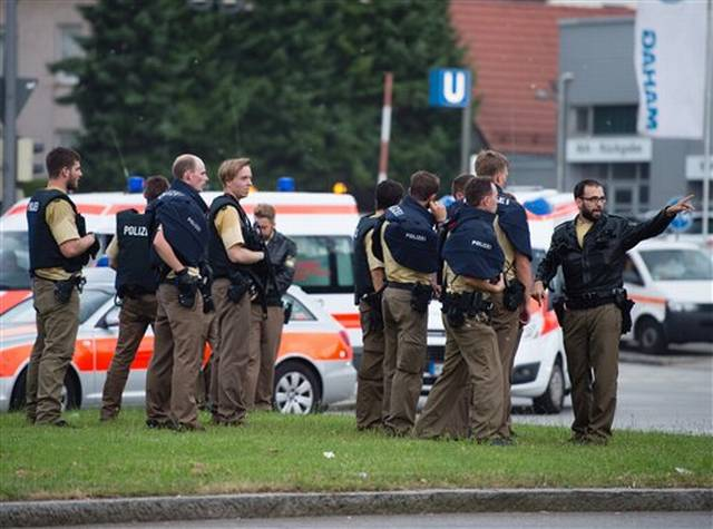 8 Dead In Munich Mall Shooting; Police Hunt Up To 3 Suspects