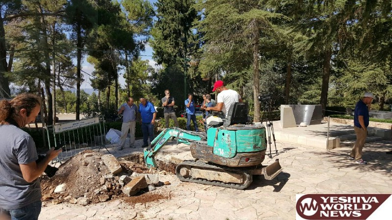 Photo: Work Begins To Prepare The Kever In Mt. Herzl For Former President Shimon Peres Z'L