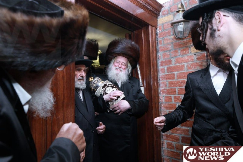Photo Essay: Hachnosas Sefer Torah At The Munkatcher Beis Medrash (Photos by Yossi Goldberger - JDN)