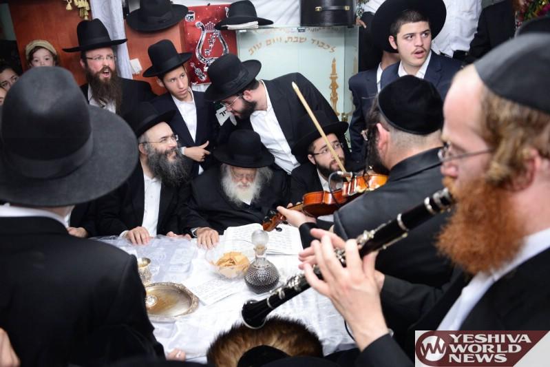 Photo Essay: Hagaon Harav Chaim Kanievsky Shlita At Simchas Beis Hashoeiva And Shaking Lulav (Photos by JDN)