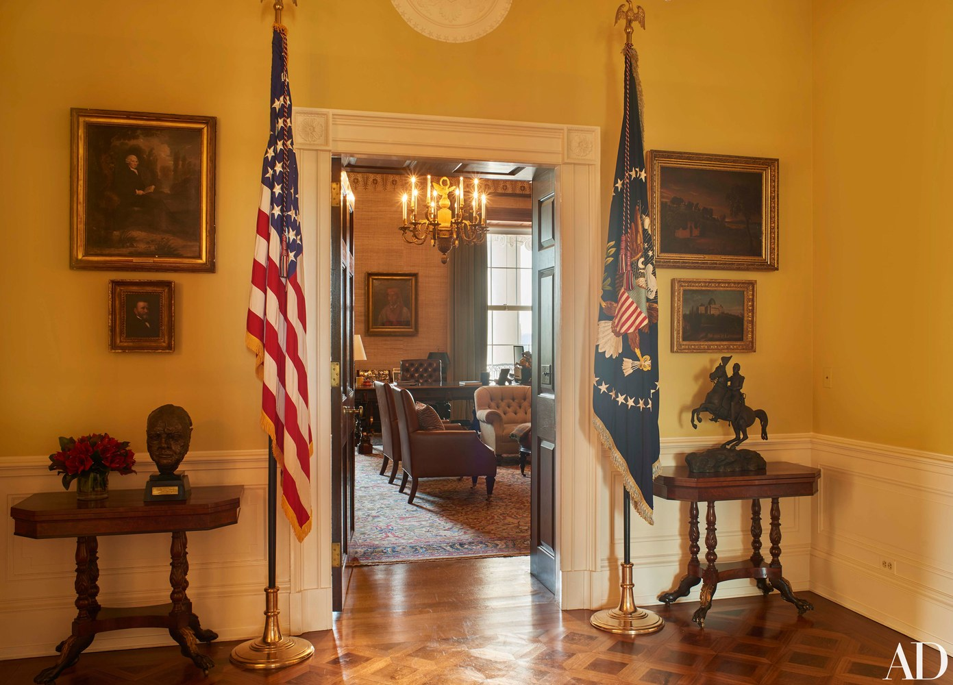 photos obama reveals private living areas of white house yeshiva world news. Black Bedroom Furniture Sets. Home Design Ideas