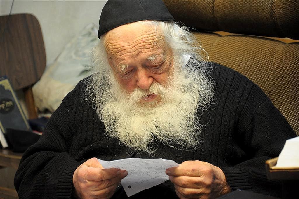 Rav Chaim Kanievsky Rules to Say Tehillim on Shabbos For Rav Shteinman