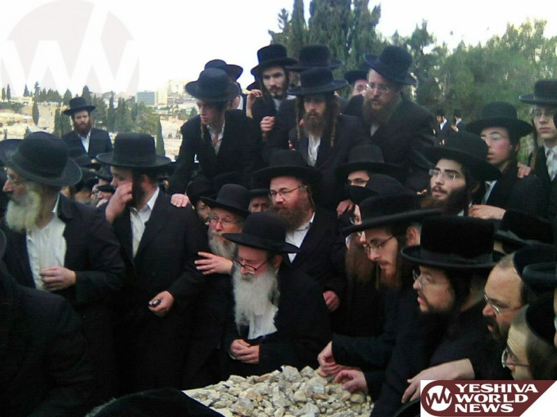 Photo Essay: Levayah For The Mother Of The Amshinov Rebbe (Photos by JDN)