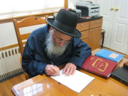 Harav Moshe Wolfson And The Skvere Dayan Are Asking For Your Help