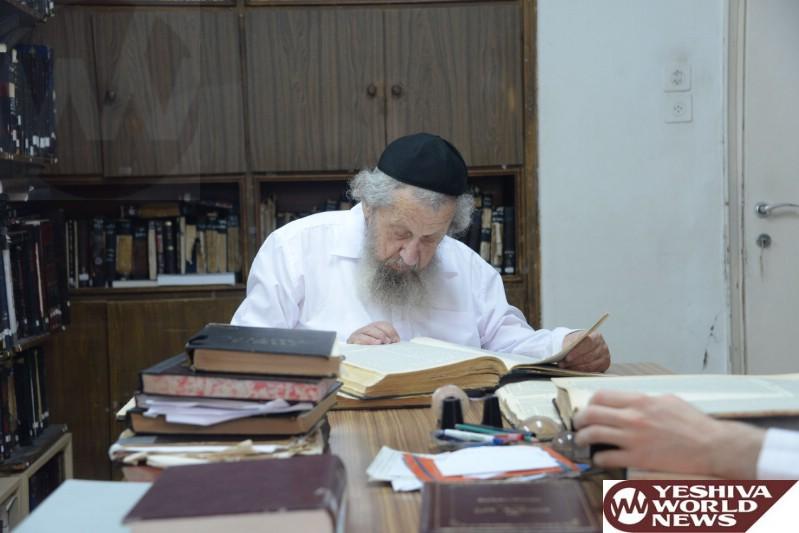 Photo Essay: Hagaon HaRav Dov Landau, Rosh Yeshivas Slabodka Learning In His Office (Photos by JDN)