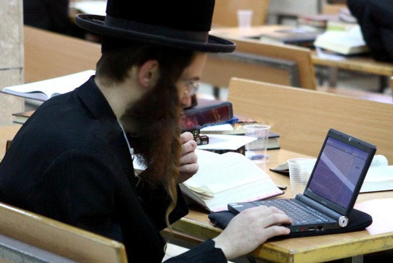 Jewish Stock Market Millionaire is also a Philanthropist Making His Followers Rich