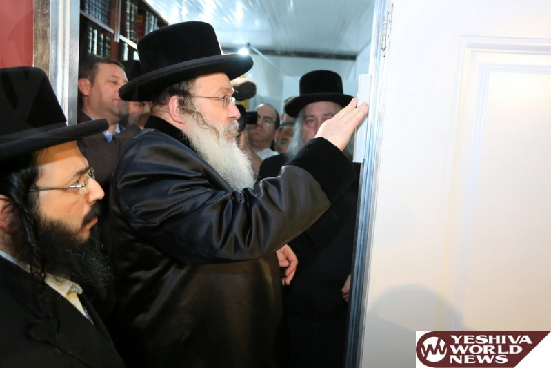 Photo Essay: Kevias Mezuzah At The Central Shul In The Shikun Gimel Area In Bnei Brak (Photos by JDN)