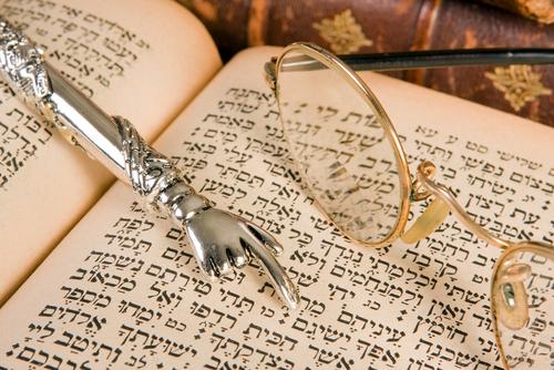 Shmos = Shnayim Mikreh v'Echad Targum