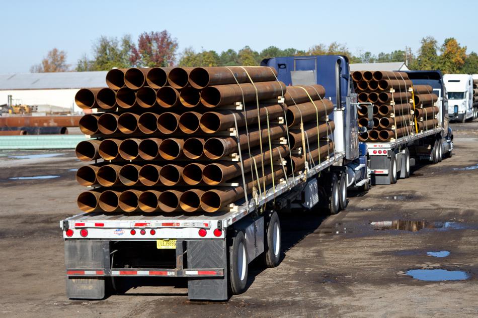 NYC: Dozens Of Metal Poles Fall Off Truck On BQE, Smash Cars Below