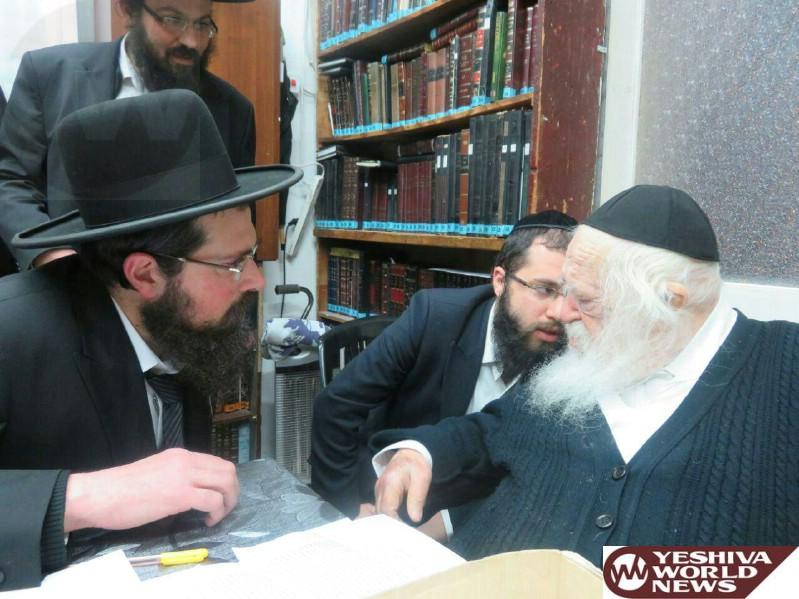 PHOTO: Hagaon HaRav Eliezer Yehudah Finkel, Rosh Yeshivas Mir Visiting Hagaon HaRav Chaim Kanievsky (Photo by JDN)