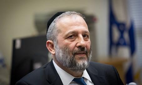 Deri Gives His Backing To Rabbi Yigal Levinstein Of Yeshivat Bnei David