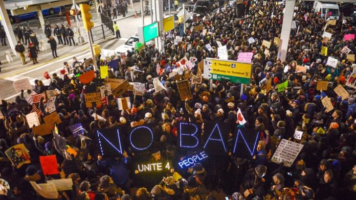 Trump administration amends travel ban date to keep legal battle alive