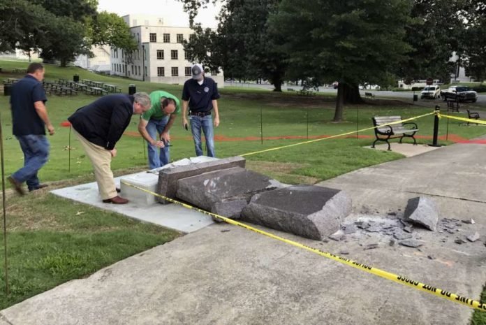 Man destroys Ten Commandments monument on Arkansas Capitol a day after installation