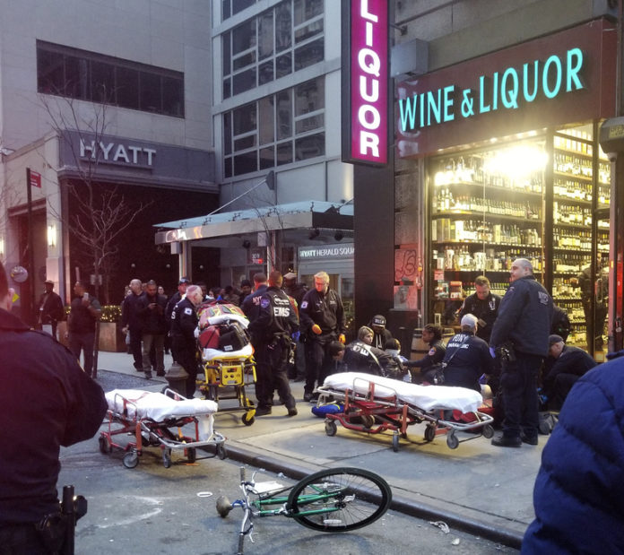 People Shot in Manhattan Near Empire State Building