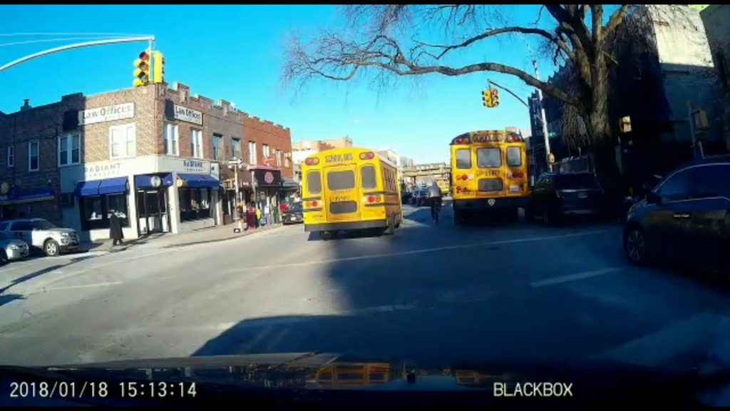 ANOTHER Bus With Children Goes Through Red Light In Boro Park! [VIDEO]