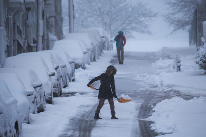 Snow increases as storm hits USA  northeast