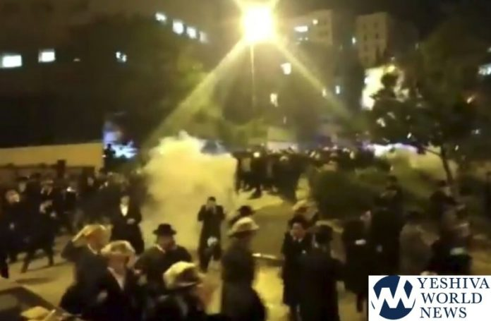 Israeli police use stun grenades to quell ultra-Orthodox 'rioters'