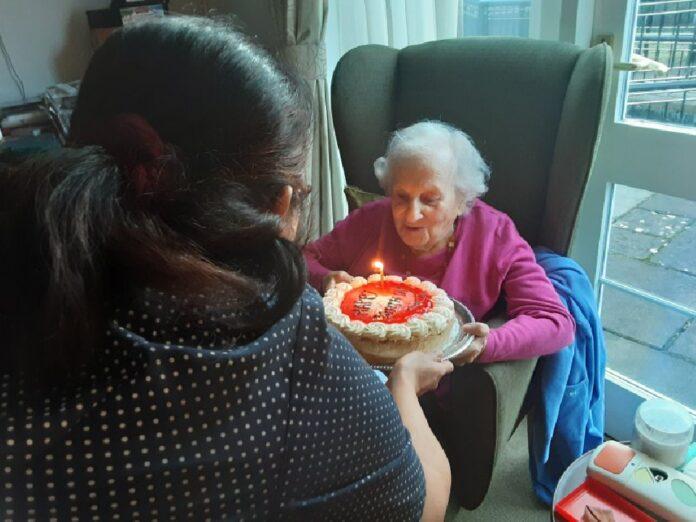 Swell Hitlers Jewish Neighbor Celebrates 101St Birthday The Yeshiva World Funny Birthday Cards Online Alyptdamsfinfo