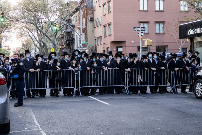 Statement From Tola'as Shul Explains Unfortunate Incident At Levaya Of Rebbe 1